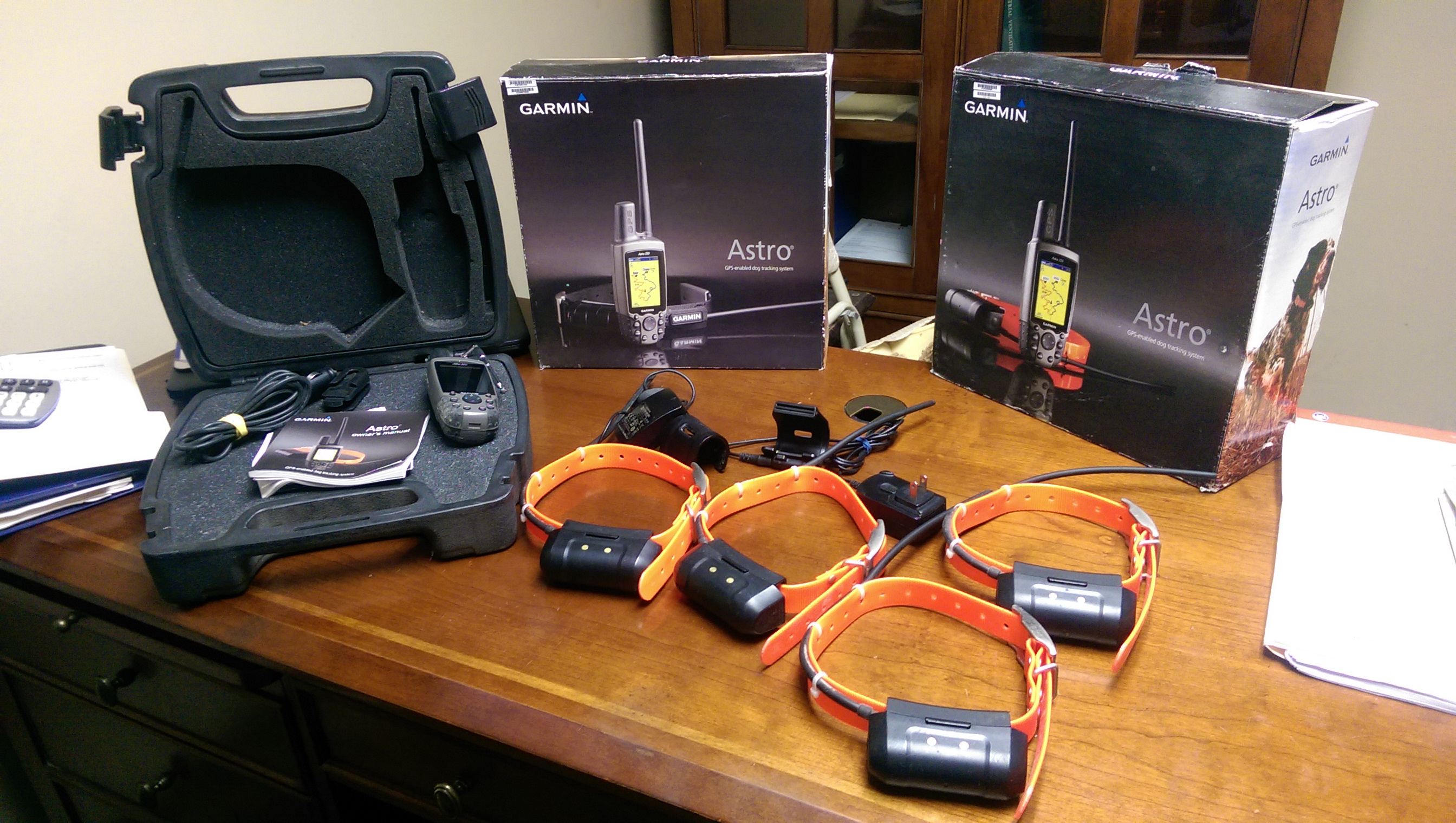 Garmin Astro 220 GPS with (4) DC 40 Tracking Collars ...